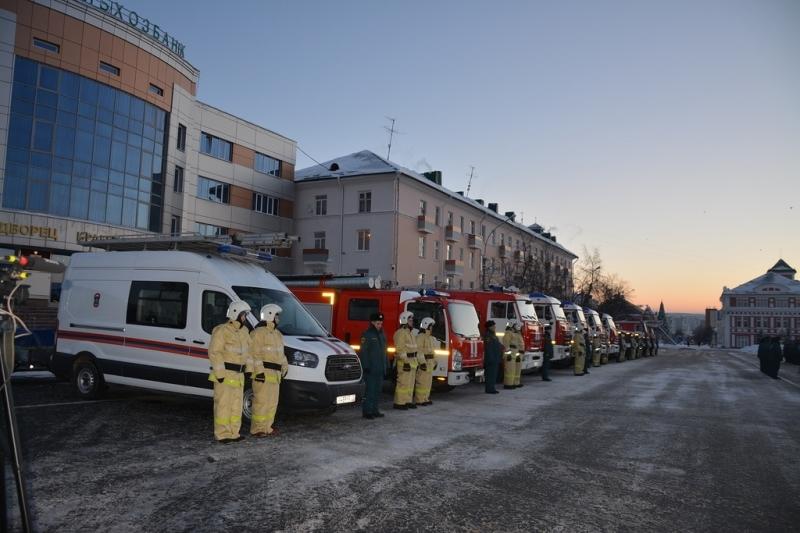 Спасателям Мордовии вручили ключи от12 новых единиц техники