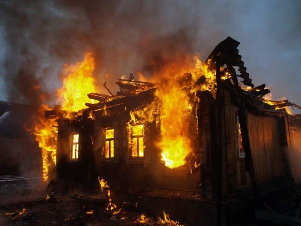 Хозяин дома вМордовии умер впроцессе пожара