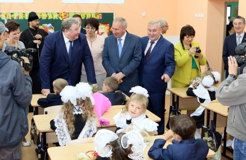 Руководитель Мордовии вДень знаний открыл новейшую школу вБольшеигнатовском районе