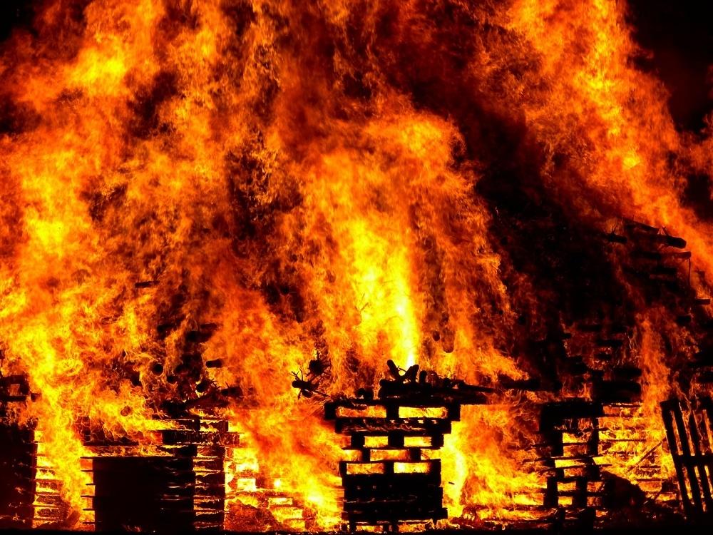 В Краснослободском районе горел жилой дом